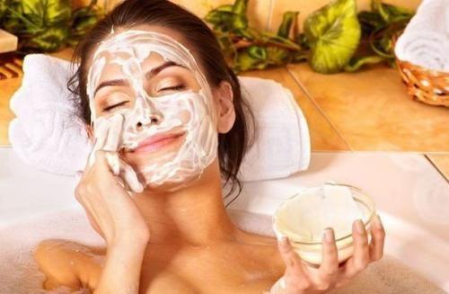Каждая женщина хочет выглядеть хорошо, хочет, чтоб ее кожа все время оставалась молодой. Предлагаю вам сделать омолаживающую маску для лица, которая порадует вас своим эффектом! Делать омолаживающую м...