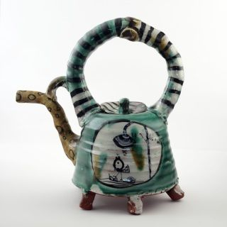 Aaron Scythe is a New Zealand ceramic artist who worked and studyed in Japan and has come back to Aotearoa to create wonderful designs with each piece an artwork in itself. You will not find perfectly matching sets, but you will find your unique teapot!