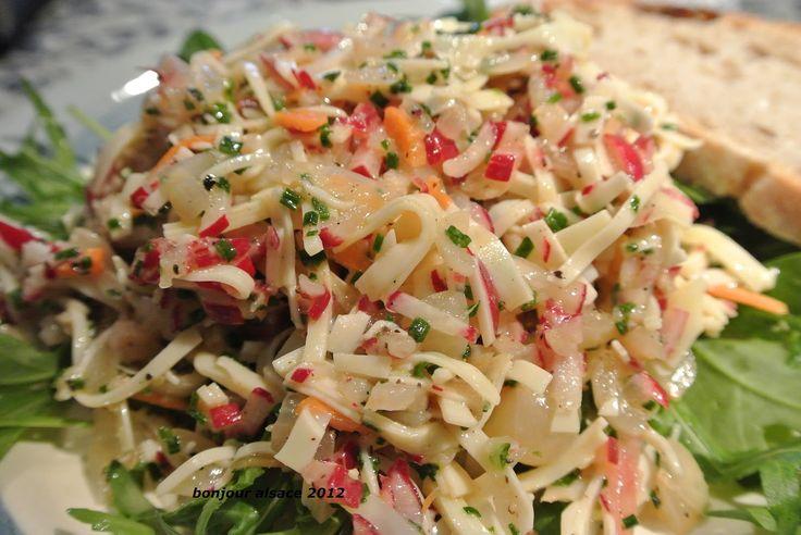 Diesen Salat gibt es bei uns häufig als kleines Abendessen. Er ist eine schöne Alternative zu Wurstsalat und schmeckt absolut grandios, ...