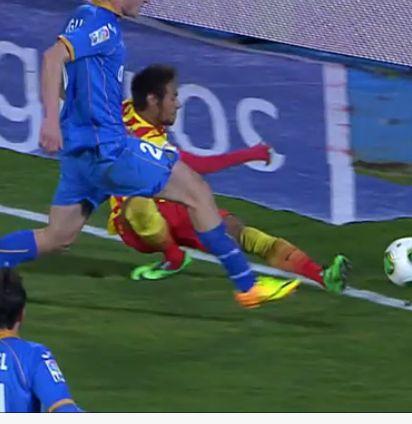 FOTO | Este es preciso momento cuando #Neymar se dobla el tobillo, puede ser esguince o rotura de ligamentos que seria peor
