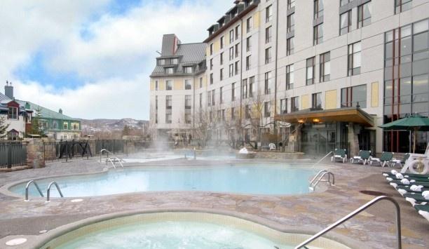 Fairmont Tremblant: massive heated pool - Mont-Tremblant, Canada