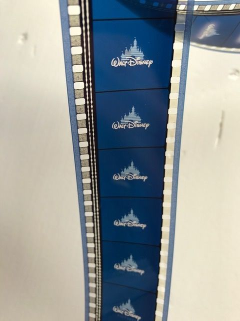 Set originele Amerikaanse bioscoop aanhangwagens met inbegrip van Star Wars Disney en Oscars  Dit perceel bestaat uit een set van origineel ons theatrale aanhangwagens zowel teasers en aanhangwagens voor films als;-Star Wars: Episode III - Revenge of de Sith 2005-Disney's Hercules-Face Off (zowel teaser en aanhangwagen)-Samenzweringstheorie-Mannen in het zwart-Oscar aankondigingen (1998 & 2002)Deze zijn niet ondertiteld en alleen de originele soundtrack (de lijnen die u in de eerste foto aan…