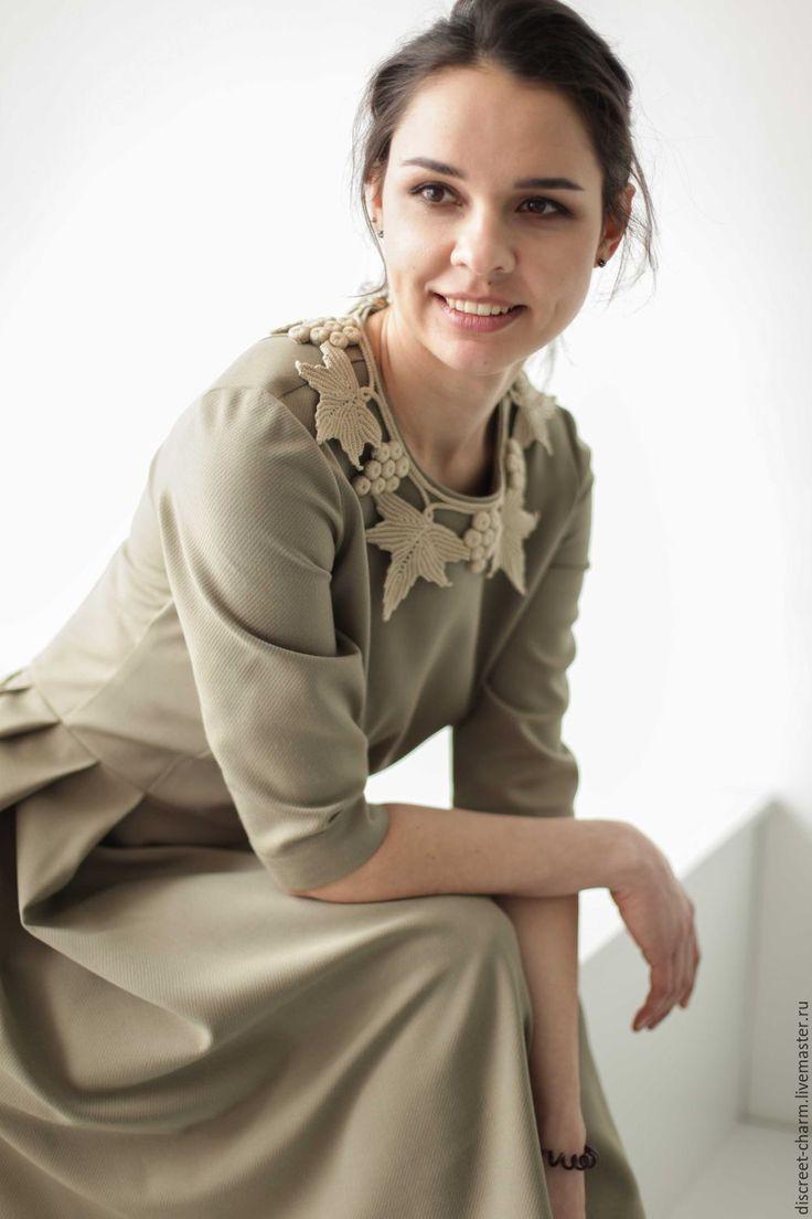 Купить Оливковое платье с пышной юбкой, рукавом по локоть и воротником - платье женское платье