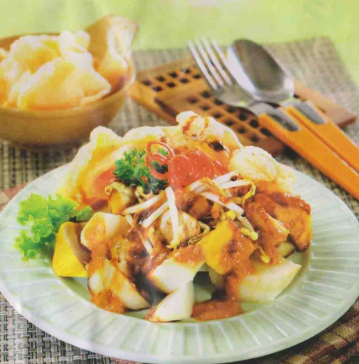 KUPAT TAHU.  A hawker favourite is kupat tahu (pressed rice, bean sprouts, and tofu with soy and peanut sauce).