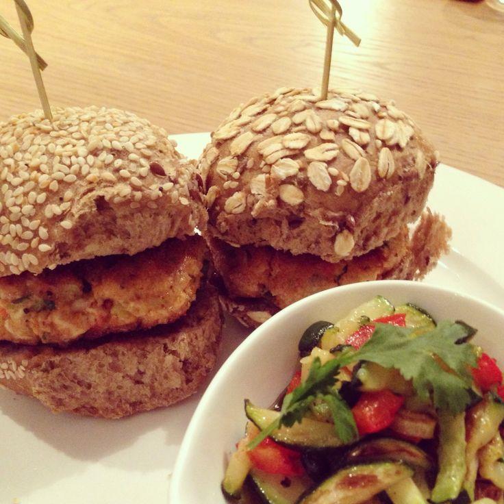 Thaise kipburger met courgetteslaatje