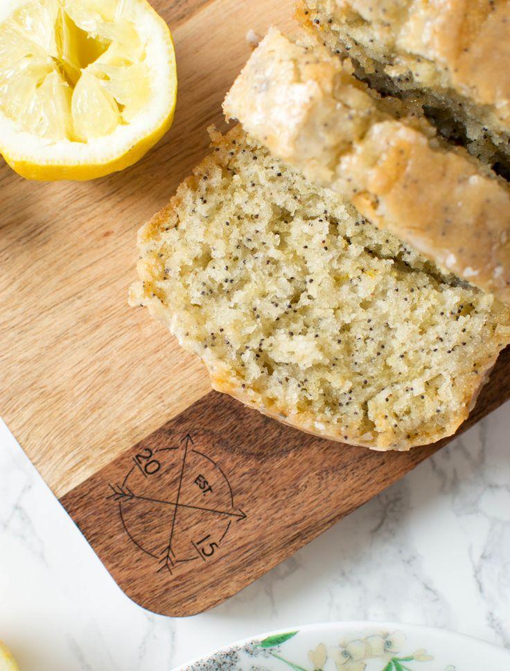 On se retrouve aujourd'hui avec un de mes gâteaux préférés (j'ai l'impression de vous dire ça à chaque fois, mais c'est vrai!) : le cake au citron! Il faut savoir que j'aime beaucoup le citron : dans mes crêpes avec … Continue reading →