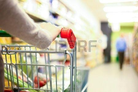 Kobieta zakupy w supermarkecie Zdjęcie Seryjne - 17547523