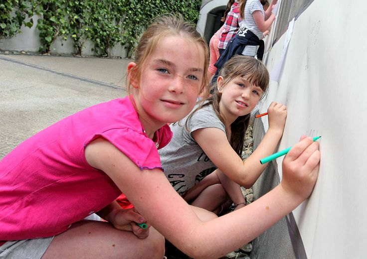 Karla and Niamh showing us their drawing skills.  www.noelbrownephotographer.com