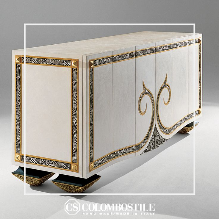 Art. 0260CR Collezione: Una Visione di Eleganza Design: Hierro Desvilles Sideboard Wooden structure with sculptures. Finish: palette-knife Venetian, silver and gold leaf and walnut inlays. Bronze feet.