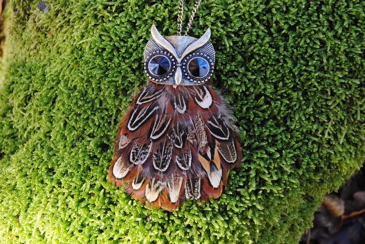 Big beautiful owl. 169 SEK.  http://www.jerikascorner.se/halsband-uggla/33-0