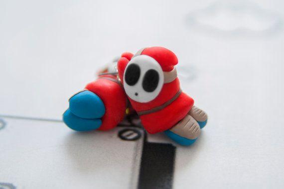 EEK Shy Guy Earrings Mario por lizglizz en Etsy