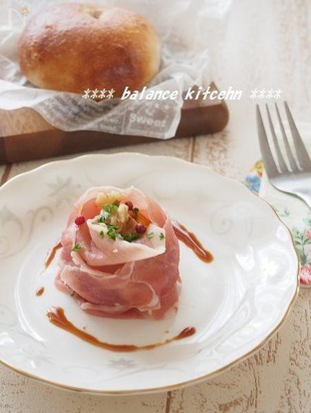 マヨ不使用でさっぱりしたかぼちゃサラダ。甘みが程よく抑えられているので、男性も満足。とっても簡単であっという間に出来ますが、これを添えるだけで、食卓が華やかに!バルサミコ風のソースも、家にあるもだけで作れます。