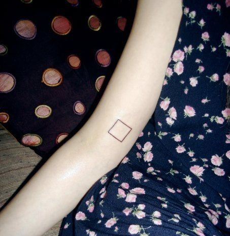 This is perfectly simple: Squares Tattoo, Get A Tattoo, Shape Tattoo, Elegant Tattoo, Tattoo Dreams, Woman Tattoo, Simple Tattoo, Perfect Squares, Tattoo Ink