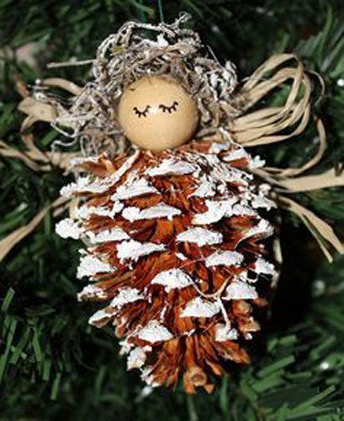 Mettendo semplicemente delle pigne in una cesta, a centrotavola o in giro per casa si crea subito un'atmosfera natalizie. Ecco per voi alcune idee ornamentali per le prossime feste. Guarda le foto.…