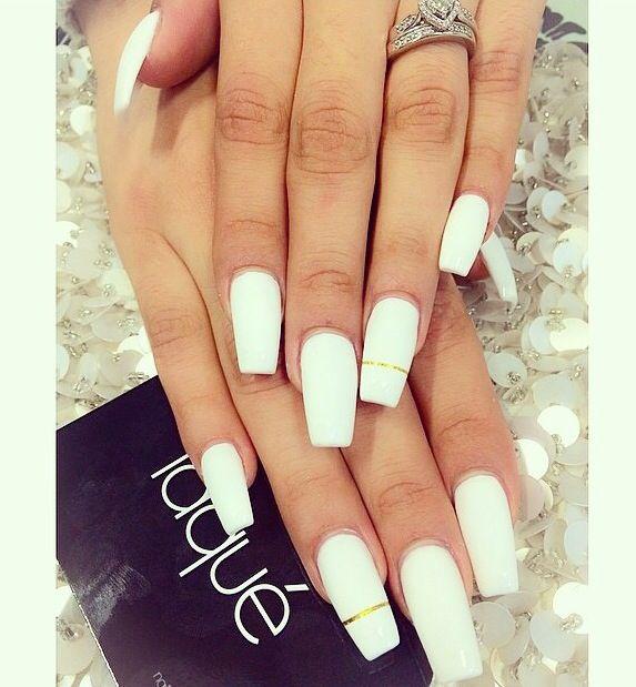 Matte white nails w/ a simple gold stripe - 25+ Best Matte White Nails Ideas On Pinterest White Nail Art