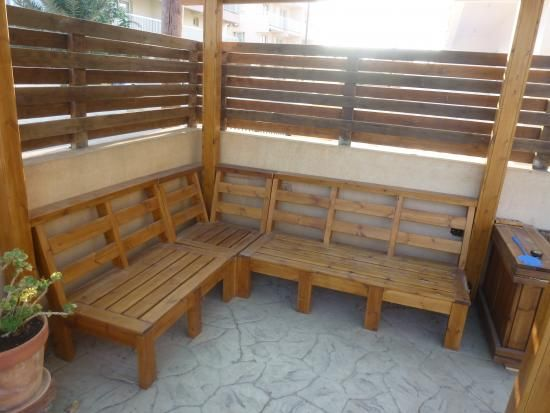 Reader showcase customizable outdoor furniture the for Garden decking from pallets