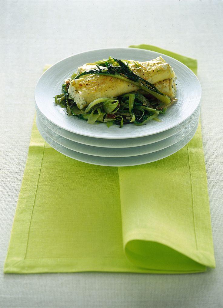 Impara come preparare i cannelloni alle erbe: segui la ricetta di Sale&Pepe e porta in tavola un primo leggero e veloce, ma non per questo privo di gusto.