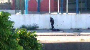 O sargento David Gomes Centeno e o cabo Fábio de Barros Dias, flagrados num vídeo gravado na tarde desta quinta-feira executando dois homens caídos no chão, perto do conjunto habitacional Fazenda Bota