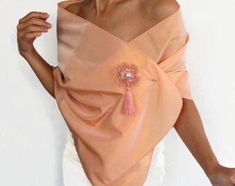 Floral afgedrukt gegolfde jurk cover-up, retro bruids Kaap, off schouder capelet, het gemaakt met zachte jarseylike stof. Schouder omtrek is gemaakt met elastieken band, wich helpen aan verschillende planimetrische weergave aan te passen. Schouder circumsference: 36.2 tot 40.2 (92cm tot 102 cm) Maat: M l Hoogte: 12.6(32 cm)  Dit stuk, alleen al is genoeg om je blik tot een glamoureuze, met zijn romantische ontwerp.  Geproduceerd in huisdier en rook-vrij medium. Klaar om te verzenden!  Terug…