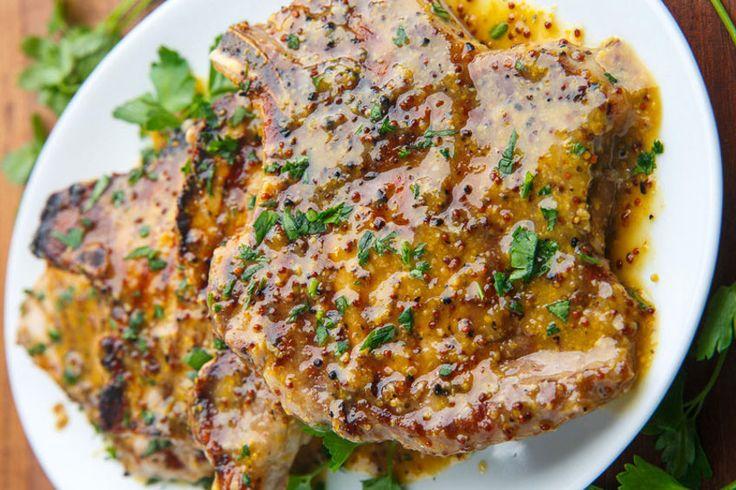 Vous cherchez toujours une bonne façon de faire le porc sur le BBQ? Cette recette est parfaite et la marinade vraiment goûteuse!