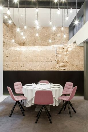 Maarten chair by Victor Carrasco. Alma del Temple Restaurant, Caro Hotel, Valencia.