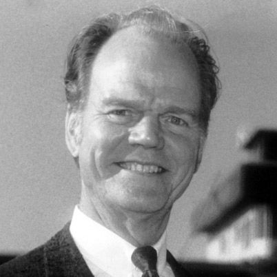 American radio commentator Paul Harvey delivered conservative broadcasts on current events, reaching, at his peak, 24 million people daily. His career started at the Chicago radio station WENR with Paul Harvey News and Comment quickly gained national syndication. Although he was friendly with many prominent figures of the American right, he was adamant about retaining his own ideological core.