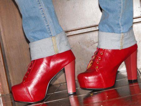 M-am indragostit de ei <3 http://www.lovelyshoes.net/