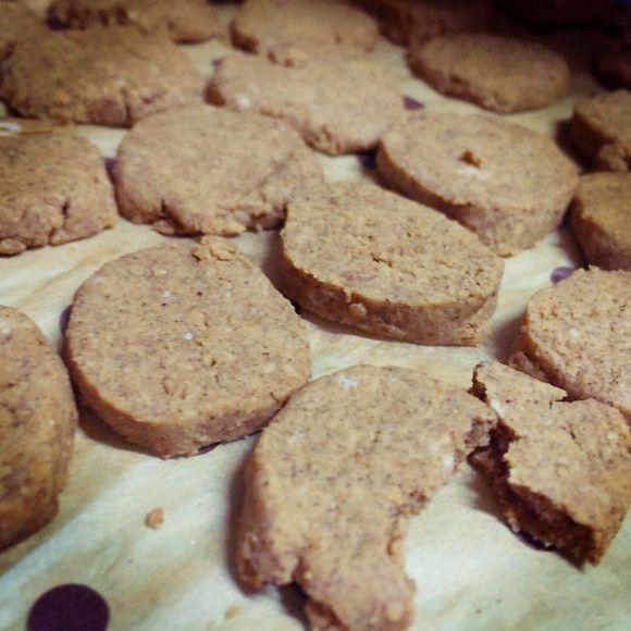 きな粉とはったい粉のほろほろクッキー・ きな粉  50g ・ はったい粉  25g ・ 小麦粉  25g ・ ベーキングパウダー  5g ・ てんさい糖(白砂糖可 お好みで) 20g ・ オリーブ油 30g ・ 豆乳 大4