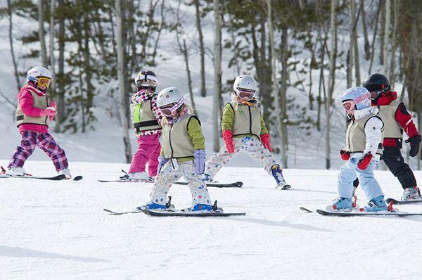 В каком возрасте ребенок может научиться кататься на лыжах или сноуборде?