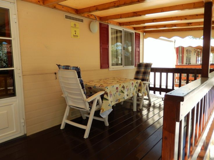 Pet friendly holiday home with fenced garden and private pool. Average price class € 300,- € 500,- Italy is a wonderful holiday country. Especially Tuscany is a wonderful area for holiday! We rent cozy and fully equipped Mobile Homes, Mobile Homes, Chalets next to each other at Camping...
