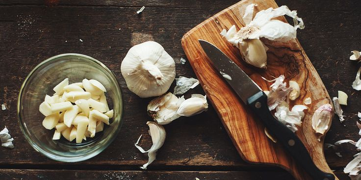 Here's the Easy Way to Avoid Garlic Breath  Even without a toothbrush handy.