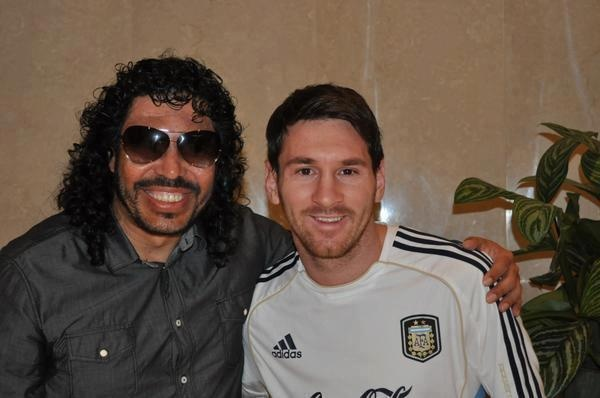 "Lionel Messi with Colombian ""Scorpion kick"" keeper Rene Higuita in Saudi Arabia!"