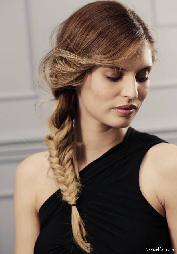 Lazy hairstyle for work: easy side braid