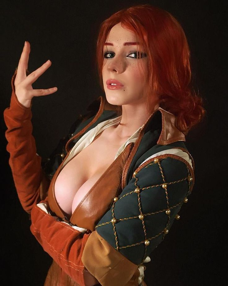 [Sexy Cosplay] Captain Irachka as Triss Merigold (Witcher 3)