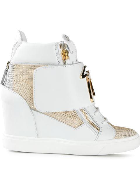 Shoppen Giuseppe Zanotti Design 'Microstud' High-Top-Sneakers mit Keilabsatz von Elite aus den weltbesten Boutiquen bei farfetch.com/de. In 300 Boutiquen an einer Adresse shoppen.