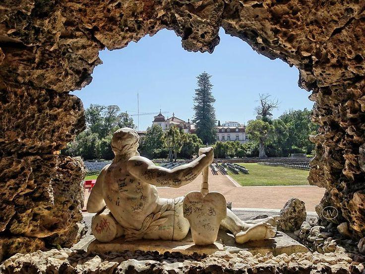 Palácio do Marquês de Pombal visto da Cascata dos Poetas, Oeiras.