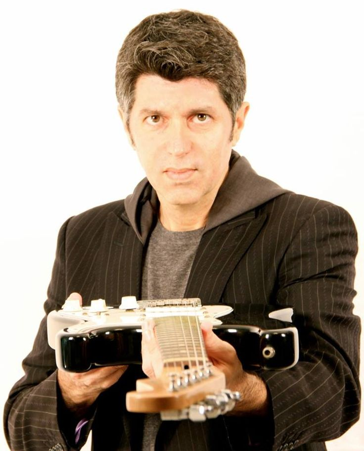 A Arena Carioca Fernando Torres recebe uma única apresentação do cantor Leoni no dia 5 de dezembro, com entradas a R$ 40.