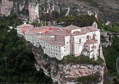 El monasterio de San Pablo de Cuenca se encuentra en uno de los precipicios de la Hoz del Huécar, frente a las famosas Casas Colgadas Patrimonio de la Humanidad y...