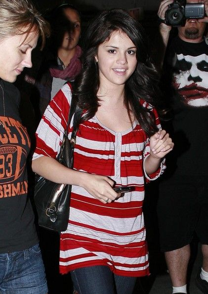 Selena Gomez Photos Photos - Actress Selena Gomez and some friends out at the Sunset 5 theatre in West Hollywood to catch a movie.... - Selena Gomez And Friends Out At The Movies