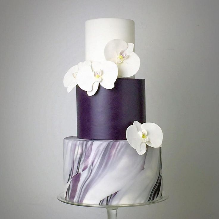 Purple and white marbled 3-tier wedding cake with gorgeous sugar flowers // Wedding cake inspiration (Instagram: theweddingscoop)