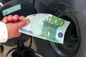 Il caro - carburanti colpisce ancora gli italiani; dal 1° marzo scatta il previsto aumento dell'accisa
