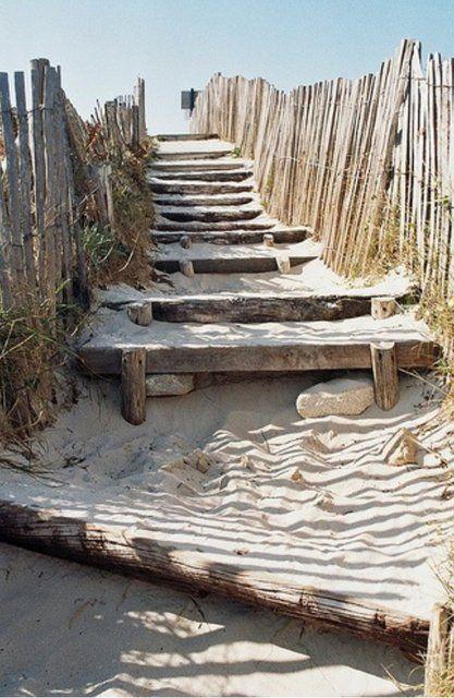 mademoiselle-bazaar:  Un peu de sable…!