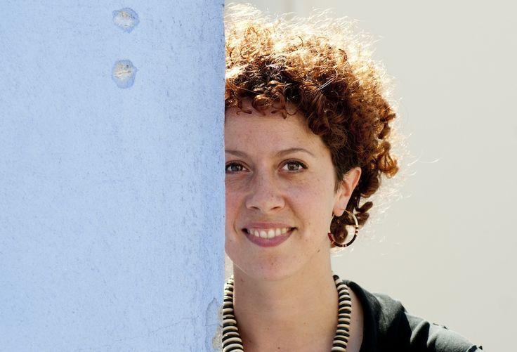 Lorenza Ghinelli, scrittrice e sceneggiatrice riminese, parla del suo nuovo romanzo:  http://www.inmagazine.it/2013/07/dialogo-tra-generazioni/
