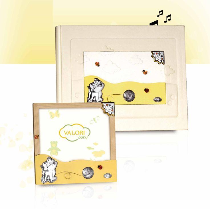 #Album foto bambini con #carillon. #Portafoto in legno con inserti in #argento bilaminato. #ideeregalonascita