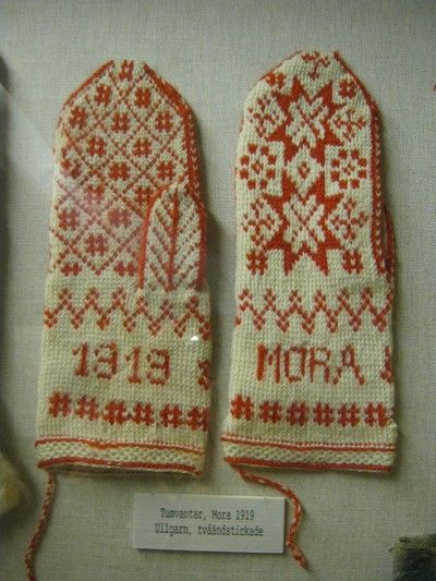 Nyster - knitted mittens from Mora in Sweden.