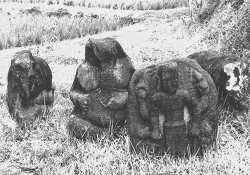 Pendahuluan Sejarah Indonesia Kuno masih banyak menyimpan masalah yang belum terungkap. Khususnya mengenai kisah tentang Jawa Tengah Kuno yang tertulis dalam buku-buku sejarah, lebih-lebih buku-buku yang berkaitan dengan pembelajaran sejarah di sekolah-sekolah, selalu diawali dengan penyajian mengen…