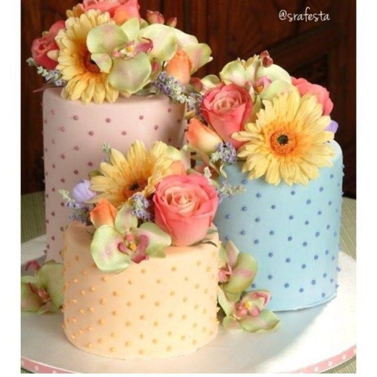 """Encontrando Ideias no Instagram: """"Amei este Trio de bolos. Regram @srafesta Imagem Pinterest. Foto Reprodução. #encontrandoideias #blogencontrandoideias"""""""