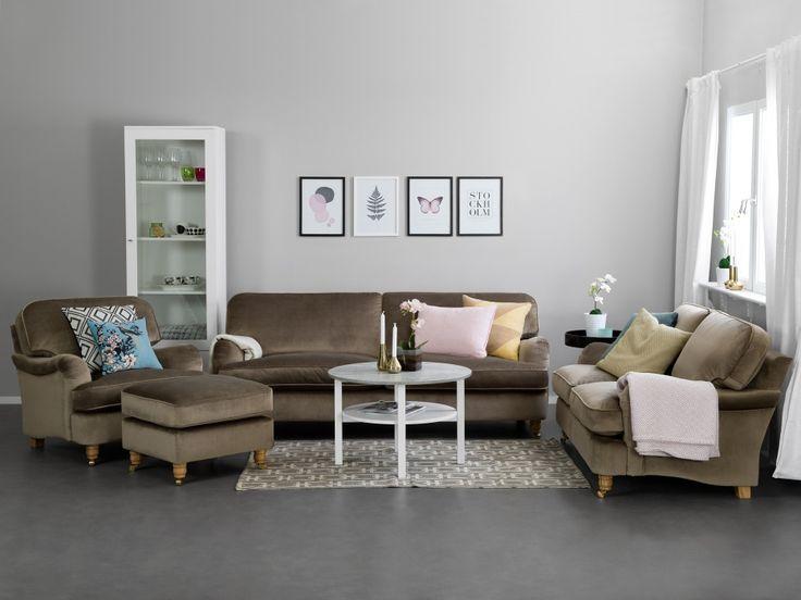 HOWARD DELUXE 3-sits Soffa Sammet Nougat - Howardsoffa i plysch från Furniturebox