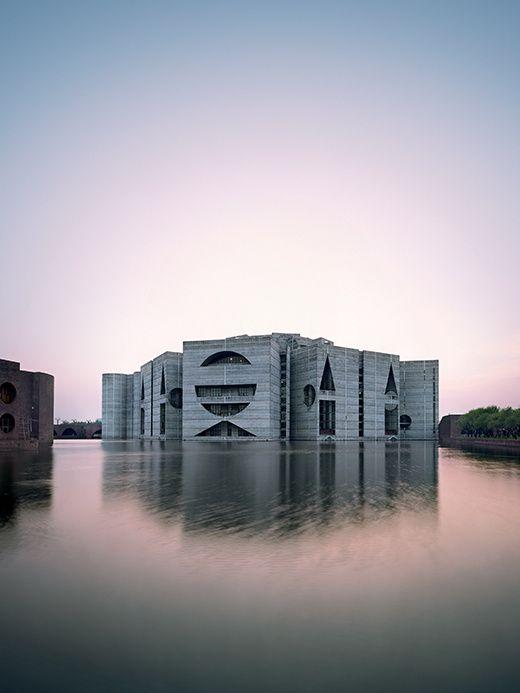 City, Science, Landscape, House, Eternal Present, Community : ce sont les six mots clés choisis pour raconter l'architecture de l'immense Louis Khan au Design Museum. Surtout ne ratez pas ça.