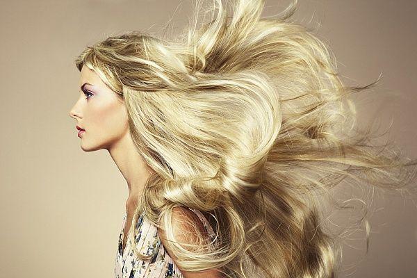 5 самых распространенных ошибок в уходе за волосами 💆💞  ❗1. Неправильно расчесываете волосы  Известный стилист Нил Муди утверждает, что самая распространенная ошибка, которую совершают женщины – не очень часто расчесывают волосы в течение дня.  ☑Совет «В среднем мы теряем около 120 волос в день. Необходимо освободить место для роста новых локонов. Если вы не расчесываете свою шевелюру, то новые волосы не смогут расти», – объясняет стилист. Он добавляет, что важную роль играет и качество…